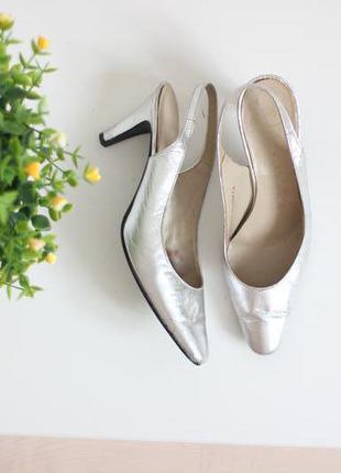 Кожаные серебристые туфли с открытой пяткой, бренд salamander оригинал 35-36