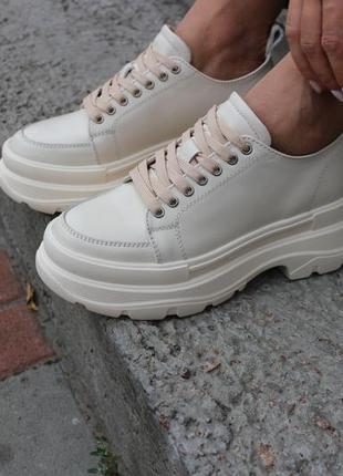 Хит 2020 женские кроссовки на платформе бежевого цвета