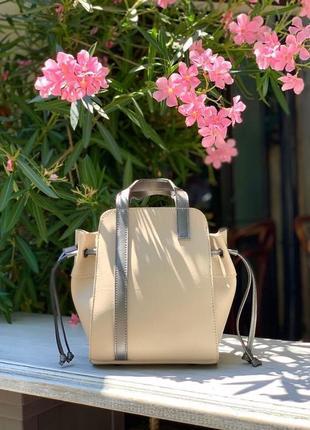 Удобная бежевая сумка с косметичкой 2в1 бежевого цвета