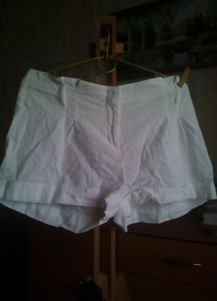 Белые короткие шорты next