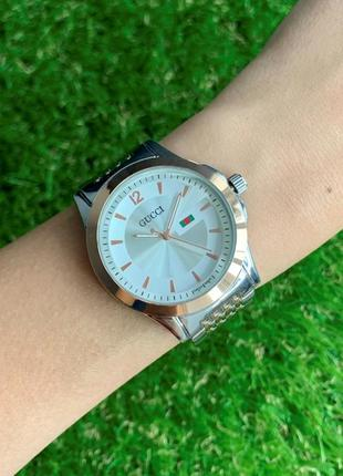 Женские наручные часы металлические серебристые с розовым золотом цвета серебро