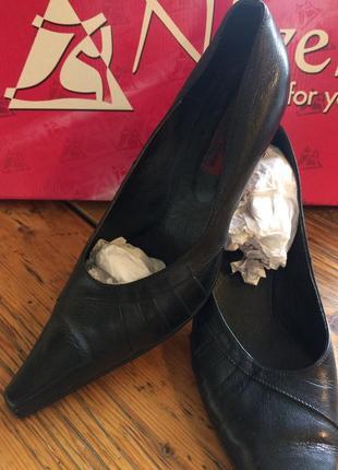 Туфли лодочки италия 42-43 размер натур. кожа