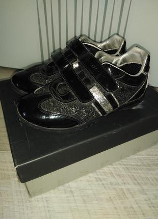 Продам кроссовки от фирмы geox.