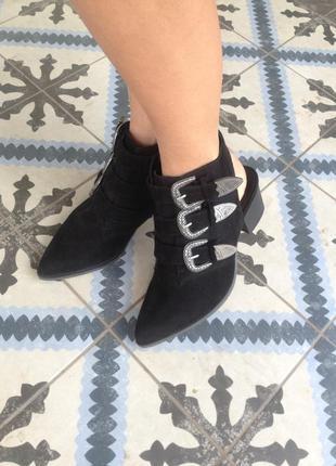 Туфли с открытыми задниками  в размере 37(24-24,5)