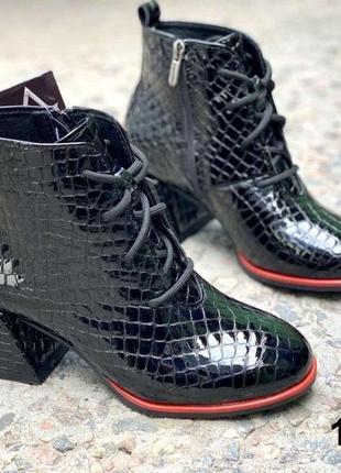 Стильные кожаные ботильоны ботинки на шнуровке