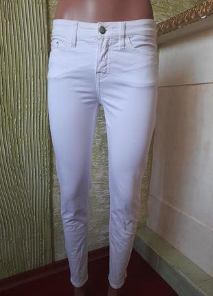 Классные ,белоснежные укороченные джинсы скини  от tommy hilfiger