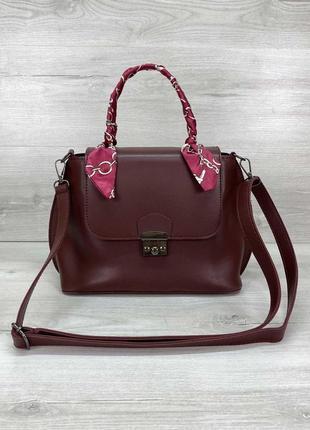 Женская небольшая бордовая сумка с платком бордового цвета