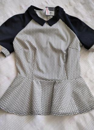 Блуза с воротничком красивая.
