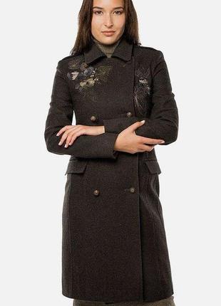 Шерстяное зеленое плотное  приталенное  пальто шинель с вышивкой