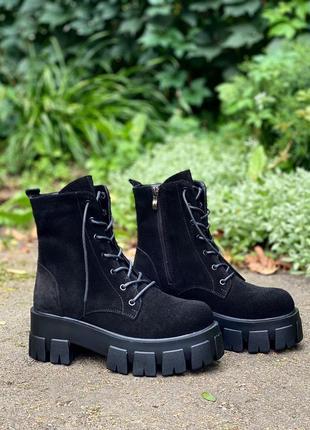 Трендовые ботинки на массивной подошве