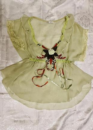 Винтажная блузка с вышивкой
