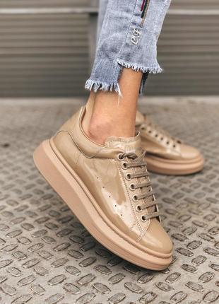 Alexander mcqueen patent beige шикарные женские кожаные кроссовки бежевого цвета 😍