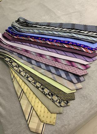 Большой выбор шелковых галстуков разных брендов, натуральный шелк