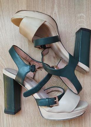 Кожаные босоножки на высоком каблуке braska