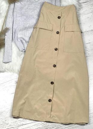 Новая актуальная трендовая плотная бежевая юбка миди на пуговицах спереди