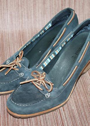 Стильные кожаные туфли на танкетке от timberland
