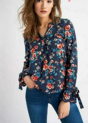 Блуза в яркий цветочный принт