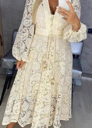 Невероятно красивое бежевое платье