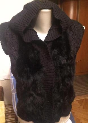 Стильная,оригинальная жилетка с мехом кролика,от h&m