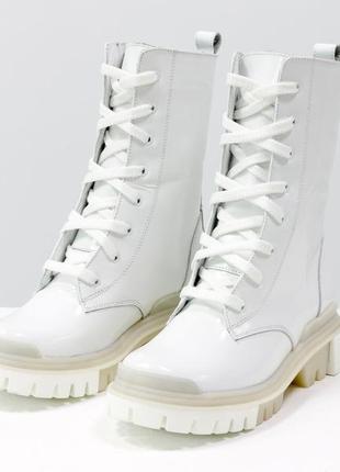 Крутые кожаные белые женские ботинки-берцы