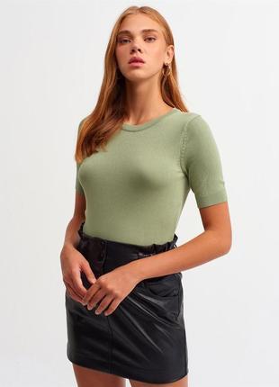 Оливковий светр