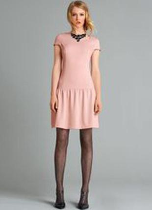 Коктельное платье прямого кроя с воланом