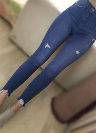Очень стильные синие джинсы с высокой посадкой