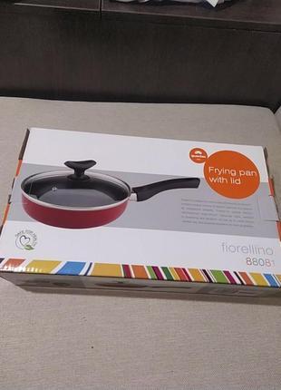 Итальянская антипригарная сковорода с крышкой новая