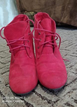 Продам красные осение ботиночки