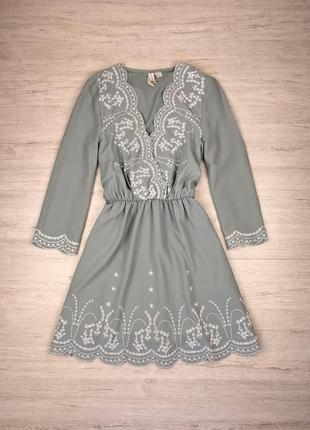 Свободное платье с вышивкой лёгкое
