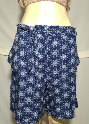 Свободные легкие летние шорты узором до колен