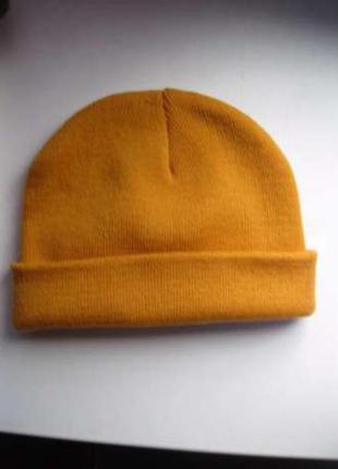 Оранжевая шапочка и перчатки