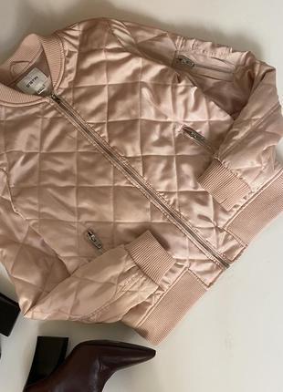 Куртка бомбер стеганая пудра ostin