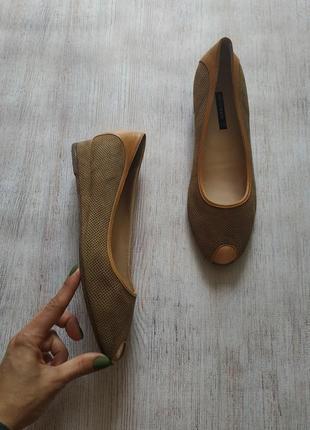 Bruno magli, кожаные туфли с открытым носком в карамельном цвете, с перфорацией