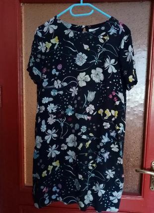 Платье с красивым ботаническим рисунком