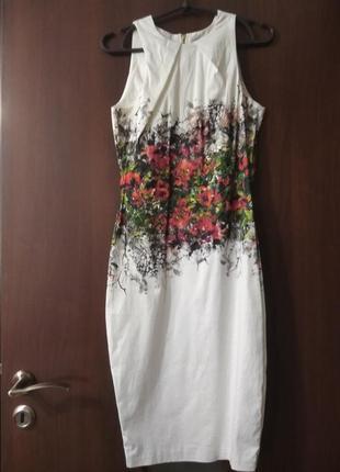 Нарядное стильное платье-футляр