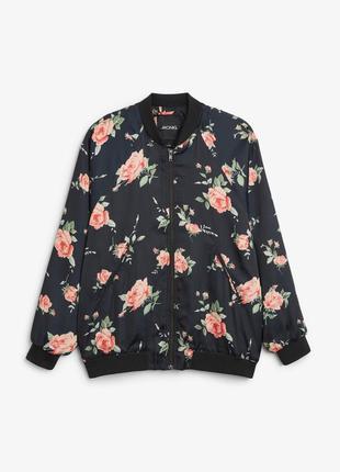 Бомбер атлас сатин чёрный в цветы розы monki свободный фасон оверсайз