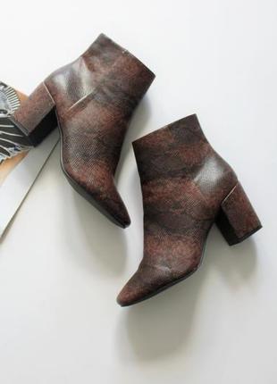 Красивые ботинки принт животный на каблуке