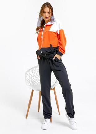 Черно-оранжевый спортивный костюм с кофтой на молнии