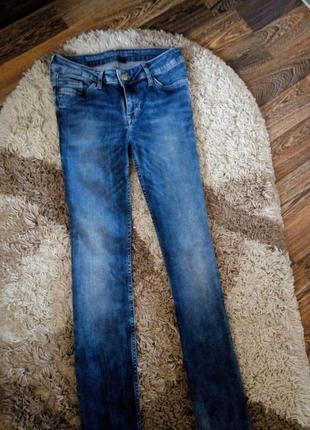 Стильные, стрейчевые джинсы