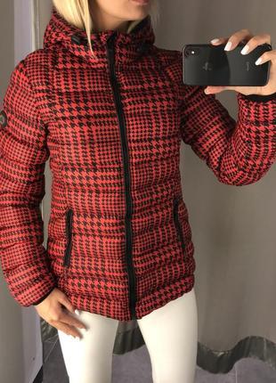 Красная демисезонная куртка куртка с капюшоном. amisu. fbsister. размеры уточняйте.