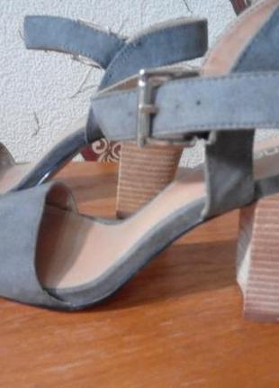 Босоножки на толстом каблуке 36-36,5 см