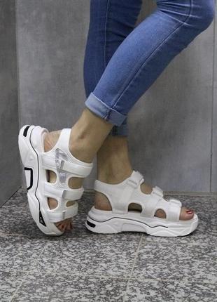Новые шикарные женские белые спортивные босоножки на липучках