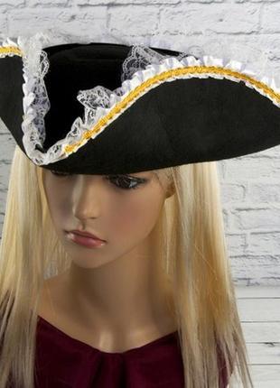 Шляпа маскарадная труголка с кружевом для пиратки