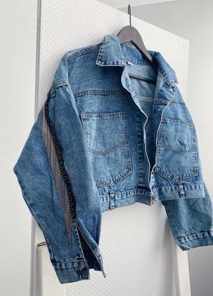 Джинсовая куртка с бахромой