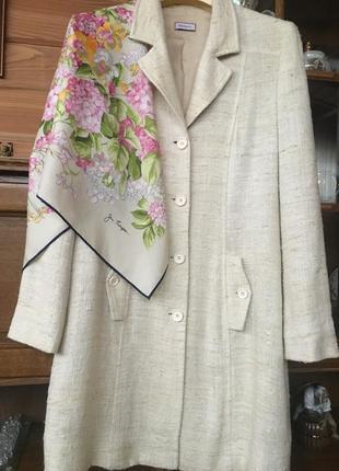 Легенькое пальто- пиджак из натурального шелка