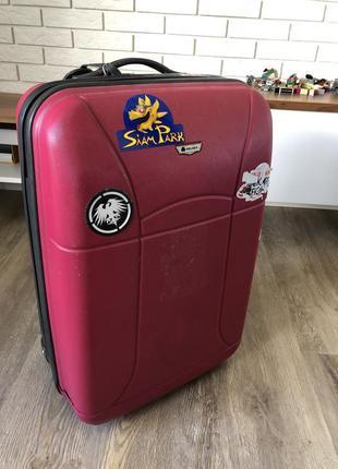 Твердий пластиковий чемодан