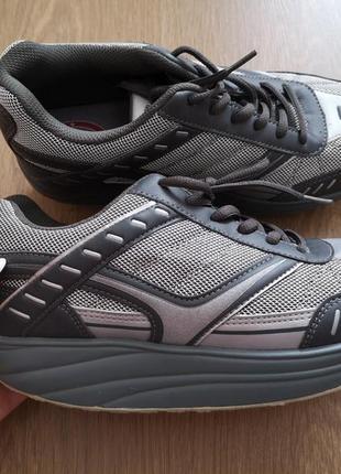 Ортопедичні кросівки для правильної осанки