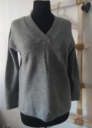 Теплый джемпер,  пуловер, свитер с  v образным мысом