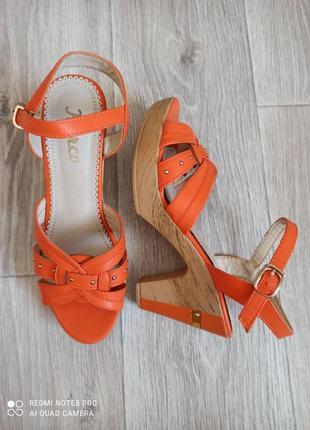 Оранжевые босоножки 39 размера